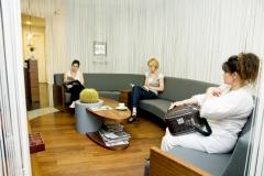 Clinique dentaire Hongrie - salles d'attentes 4 photo