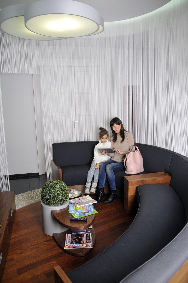 clinique dentaire hongrie salles d attentes 2 photo centre implant maurice. Black Bedroom Furniture Sets. Home Design Ideas