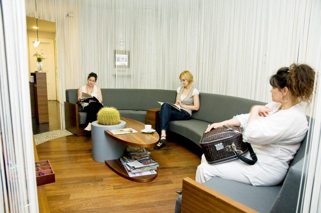 clinique dentaire hongrie salles d attentes 4 photo centre implant maurice. Black Bedroom Furniture Sets. Home Design Ideas