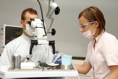 Traitement de canal au microscope